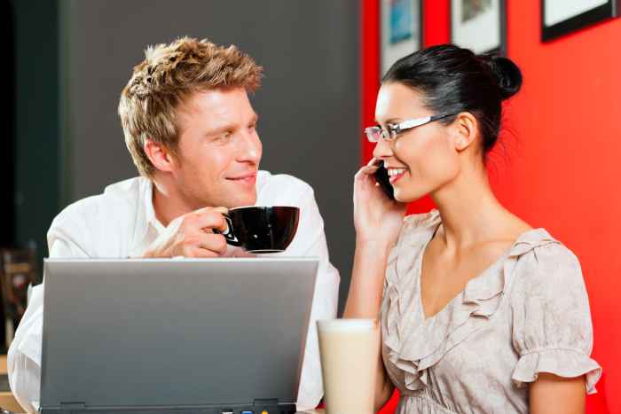 What Are The Online Dating Pros And Cons?